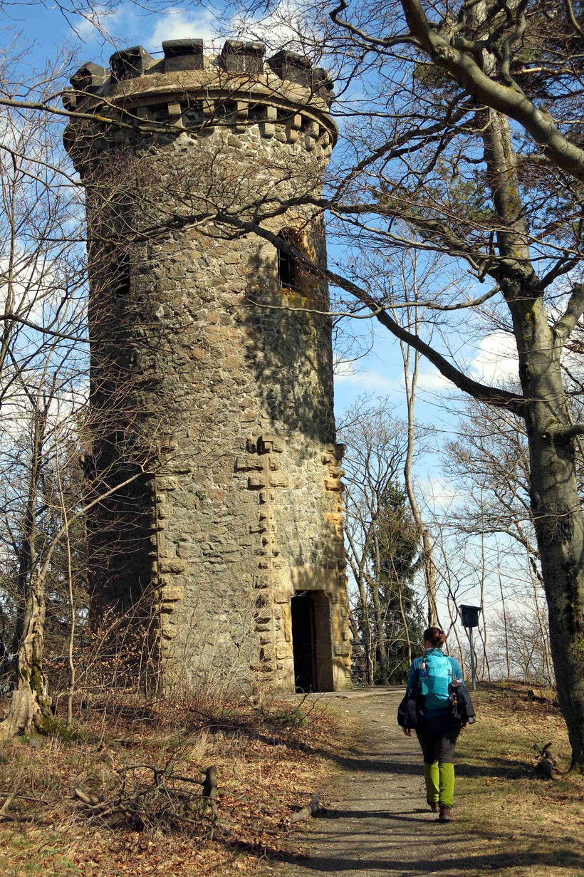 Der Steinbergturm (nicht zu verwechseln mit der Steinbergalm, die 20 Minuten Gehzeit entfernt liegt)