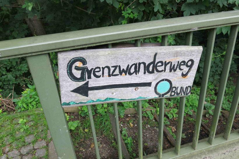 Schild Grenzwanderweg an der Brücke zwischen Eckertal und Stapelburg, BUND