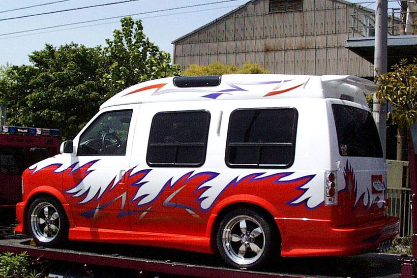 アメ車カスタムペイント、グラフィックス塗装のシボレーアストロスタークラフト