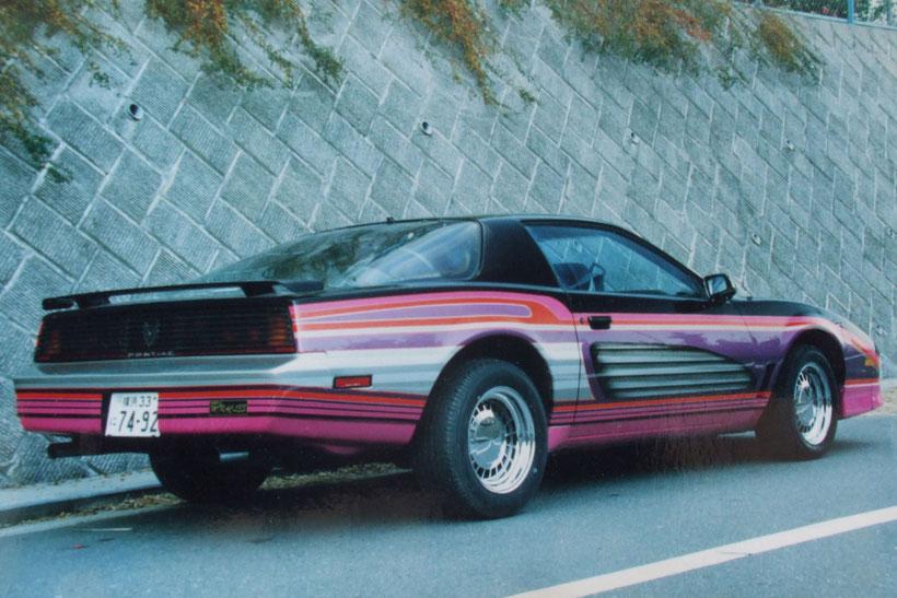 アメ車カスタムペイント、グラフィックス塗装した1988年トランザムGTA