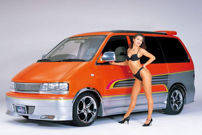 カスタムペイント,グラフィック塗装した、ワゴン車、日産ラルゴ