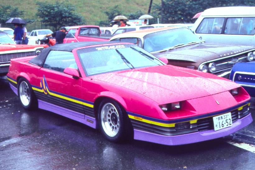 アメ車カスタムペイント、グラフィックス塗装した1988年カマロコンバーチブル
