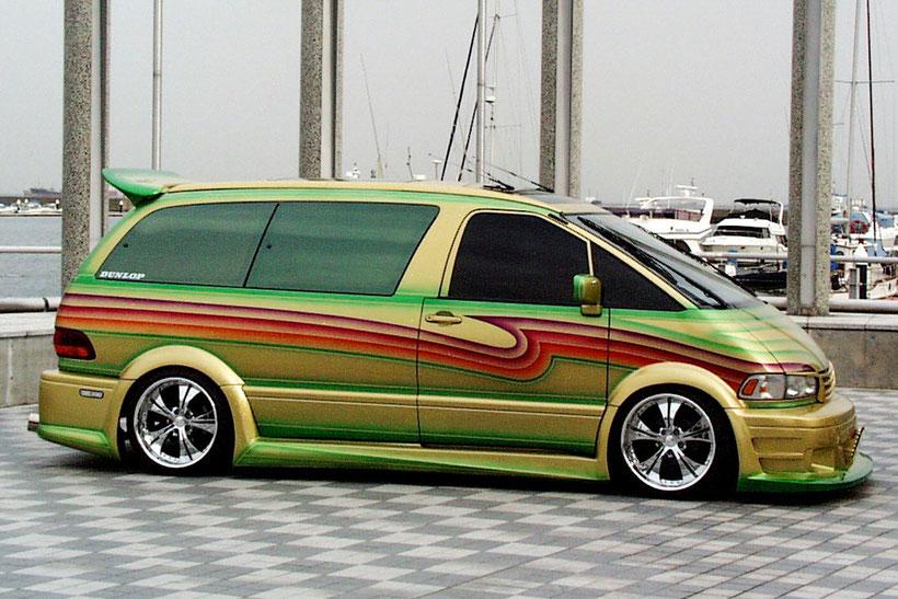 キャンディーフレーク塗装でカスタムペイントしたトヨタエスティマのカスタムカー