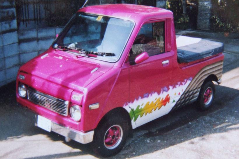 旧車Kカーカスタムペイント、グラフィックス塗装したホンダステップバン