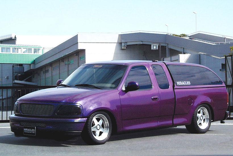 アメ車カスタムペイント、マジョーラ塗装をしたフォードF150