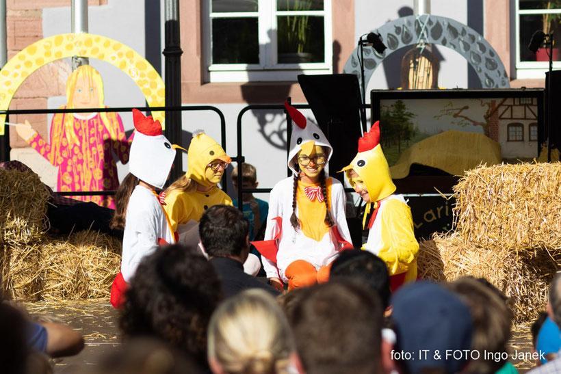 """Theaterstück """"Heinrich der Hahn"""", hier: SchülerInnen der Johannes-Obernburger-Grund-und Mittelschule"""
