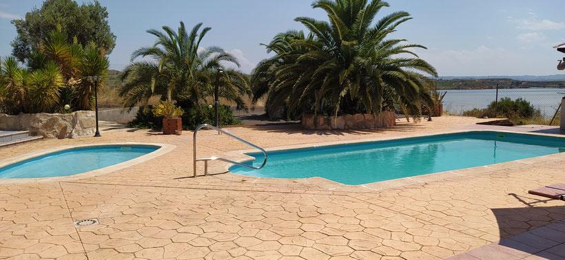Schwimmbad um Sonnenbrand zu kühlen