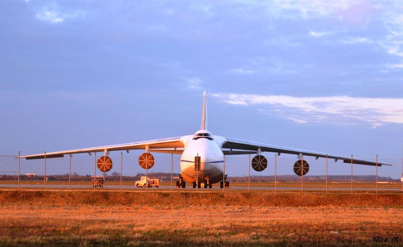 An124 von Antonov Airlines auf Apron 2
