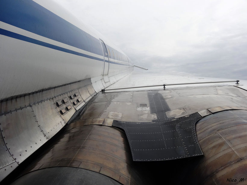 Blick über die Tragfläche der Tu144