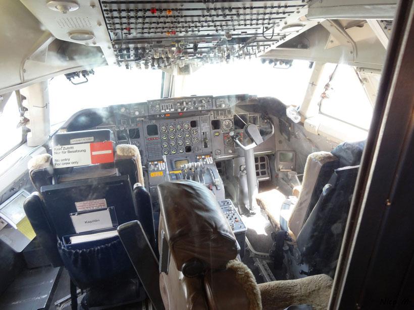 Cockpit der B747-400