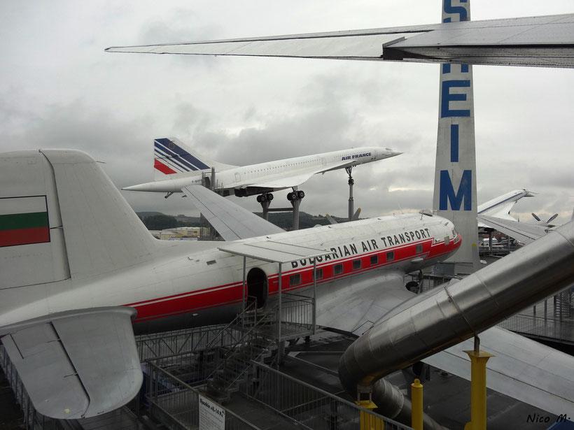 IL-18 der Bulgarian Air Transport und im Hintergrund die Concorde