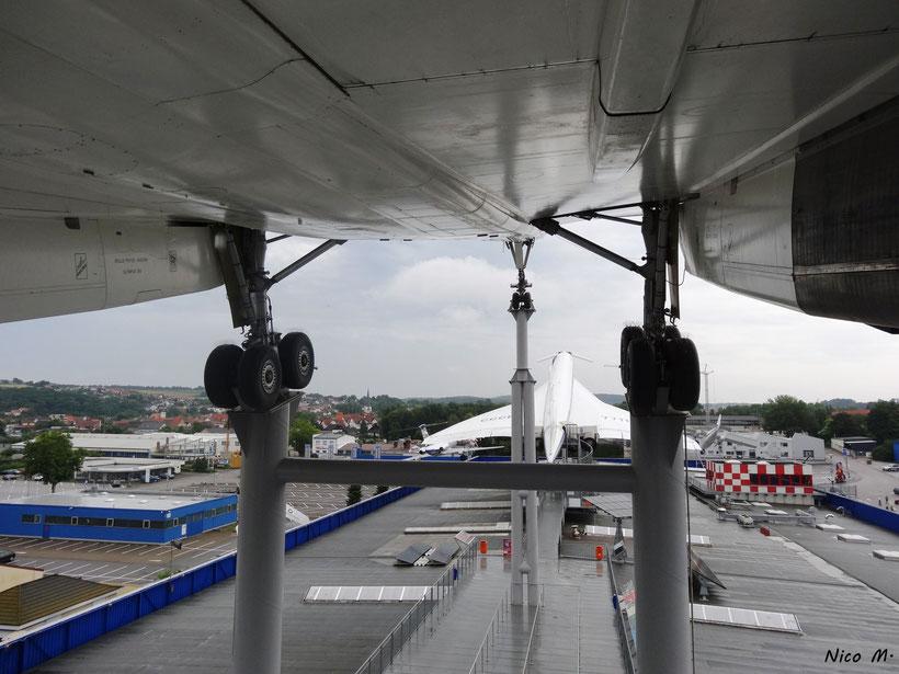 Fahrwerk der Concorde mit Blick auf die Tu144