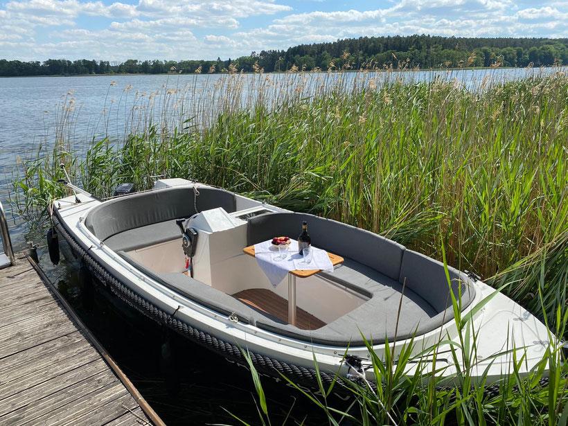 Motorboot, Bootsvermietung, Bootsverleih, Drewensee, Mecklenburgische Seenplatte