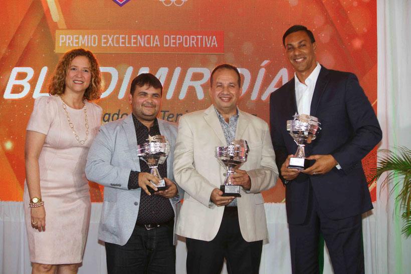 Premiada la excelencia deportiva en los dirigentes deportivos Bladimir Díaz Carlos Guzmán e Igor González. (Ángel Vázquez COPUR)