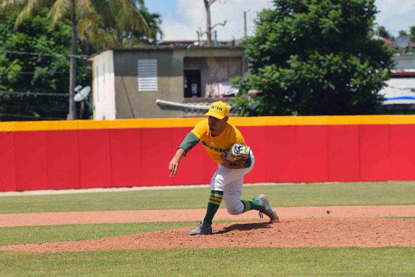 La Universidad Interamericana a un partido de clasificar a las semifinales del béisbol LAI. (Acosta LAI)