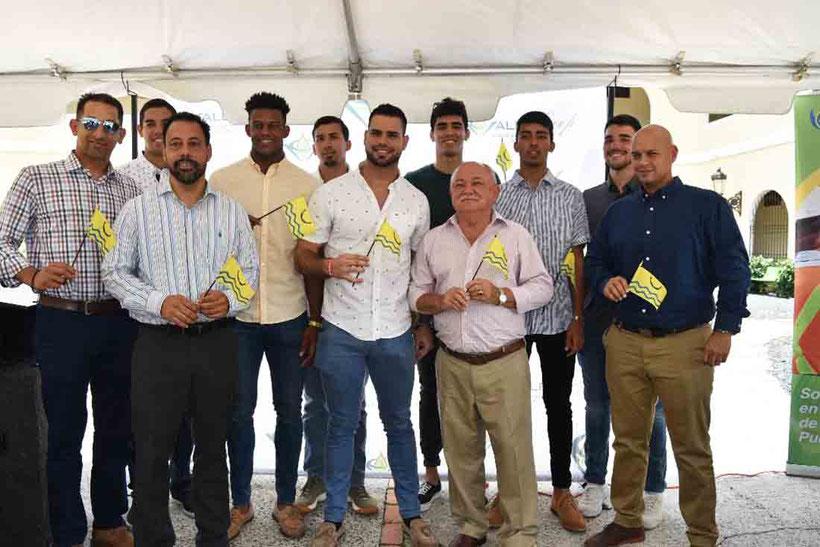 Mulos de Juncos, De izquierda a derecha Edgardo Deniz, Gerente General e Iván Romero, Apoderado de Los Mulos Al centro Pablo Guzmán (Capitán) y el alcalde de Juncos,