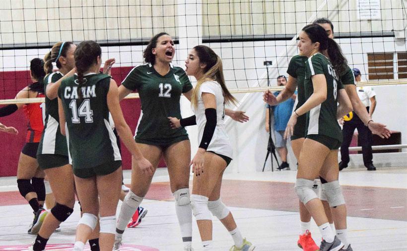 Las Juanas del Colegio a un paso de ganar su cuarto título del voleibol LAI consecutivamente. (Z. Acosta LAI)