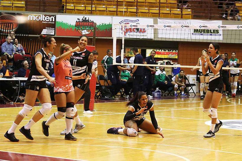 Las Criollas celebran su victoria que las coloca a solo un paso de la Serie Final / Foto por Heriberto Rosario Rosa