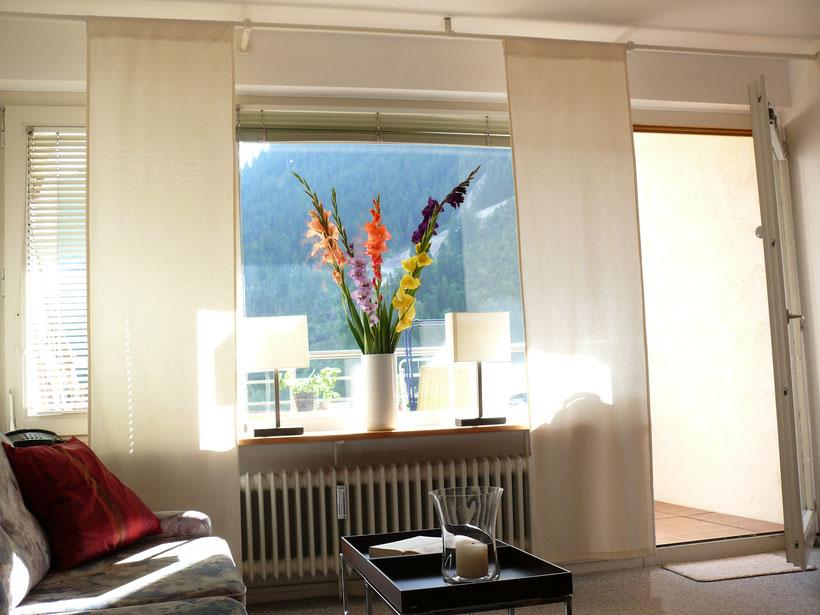 Das Wohnzimmer des Krahpartment ist das gemütliche Zentrum der Ferienwohnung. Hier trifft man sich zum Essen, Fernsehen, Spieleabend oder gemeinsamen Feiern.
