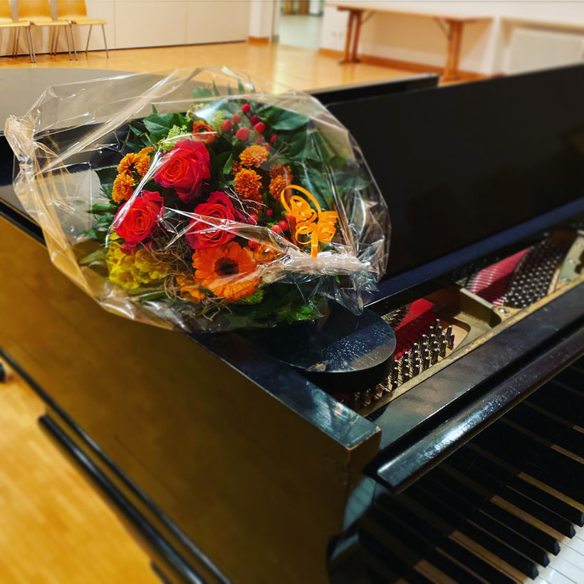 Willkommensblumen für die neue Chorleiterin