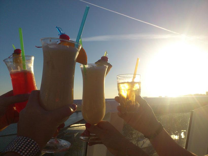 Gäste genießen natürlich nur die Sonnenseite an Bord des Schiffes!