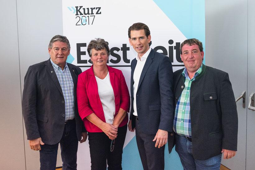 Bgm. Helmut Klose, GR Margit Tiefenbacher, BPO Sebastian Kurz und GPO Thomas Mayrhuber beim Wahlauftakt 2017 im Messezentrum Salzburg