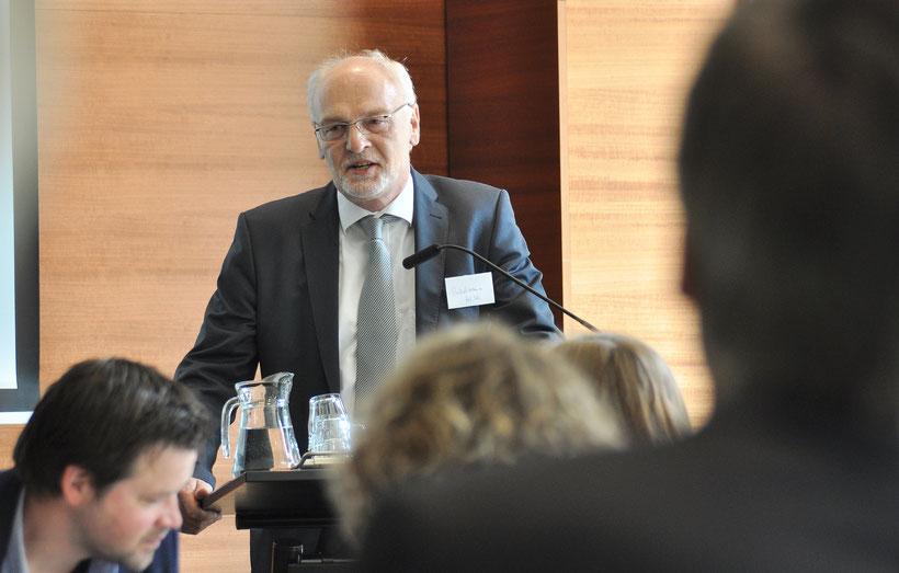 Starkes Plädoyer für die Aufwertung von Pflegeberufen: Franz-Josef Sickelmann