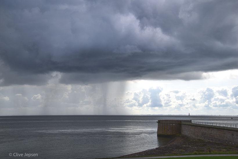Schiet-Wetter an der Nordsee. Örtlich Schauer würde der Wetterdienst sagen. :-))