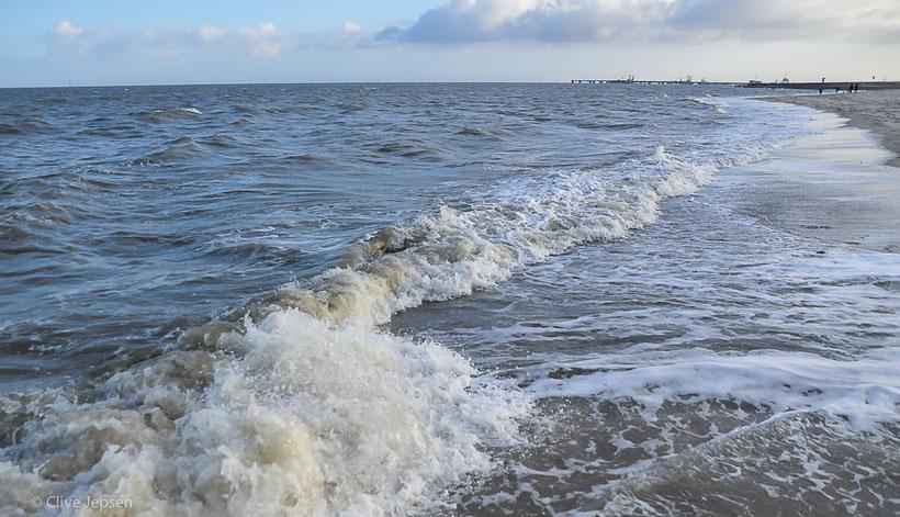 Hart und Herzig kann die Nordsee sein. Am liebsten mag ich die salzige Luft. Leider ist die Luft aber nicht immer so.