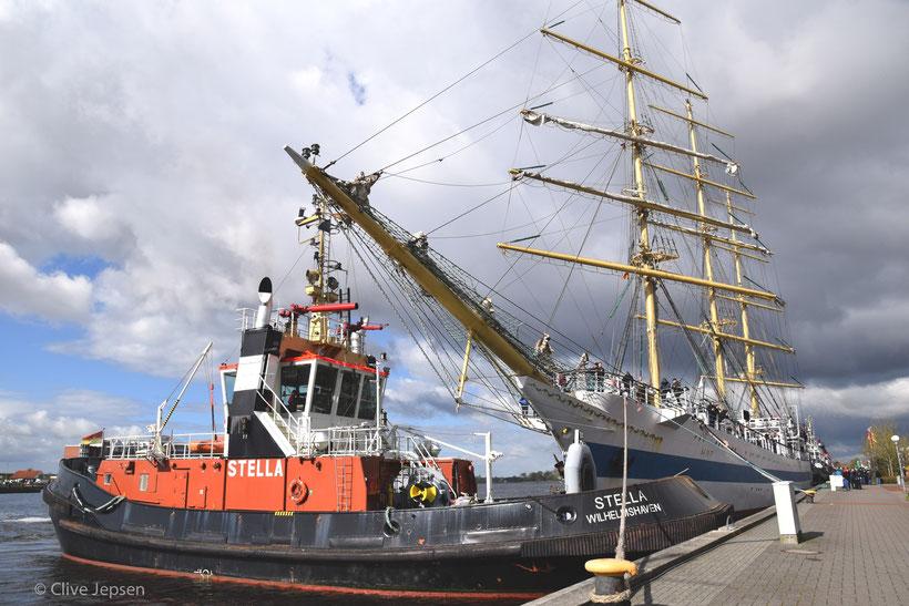 Das russische Segel Schulschiff aus St. Petersburg am Kai von Wilhelmshaven, der deutschen Partnerstadt.