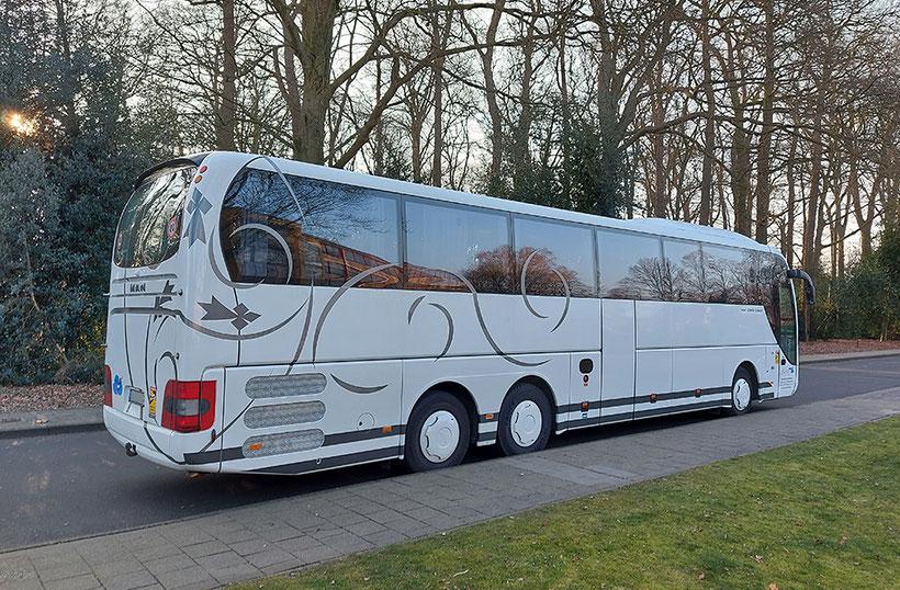 Großer Reisebus für große Gruppen bis 51 Personen.