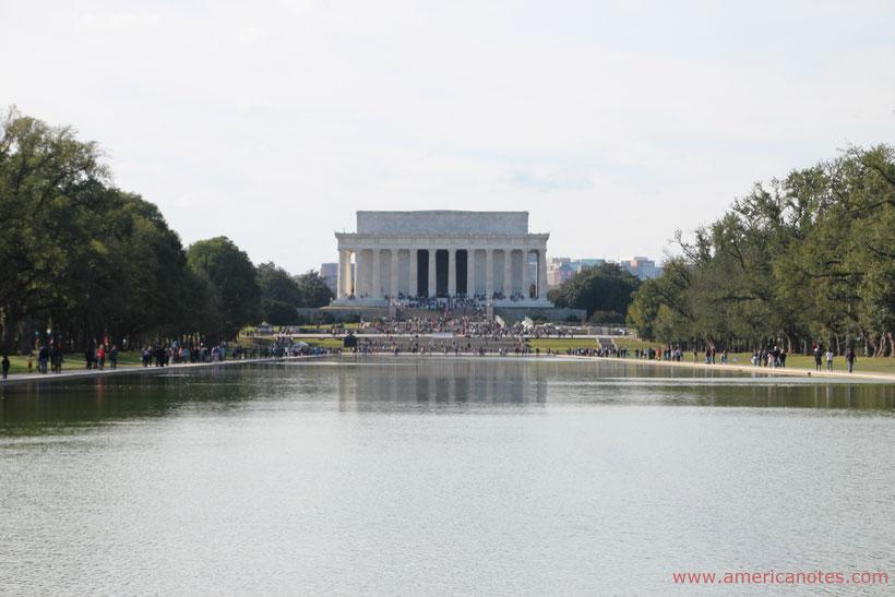 Reise-Tipps USA-Reise: Blick zum Lincoln Memoral in Washington D.C., USA