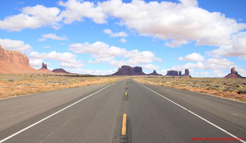 Grand Canyon Nationalpark Reisetipps und Sehenswürdigkeiten. Blick zum Monument Valley Nationalpark aus Richtung Kayenta.