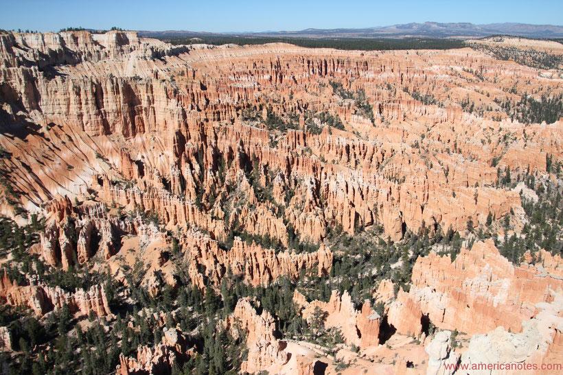 Sehenswürdigkeiten und Nationalparks in Utah. Das Amphitheater des Bryce Canyon Nationalparks.