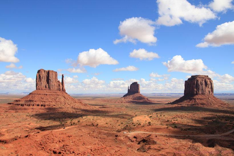 Reiseplanung USA: Blick auf den 17-Mile-Drive im Monument Valley in Arizona, USA
