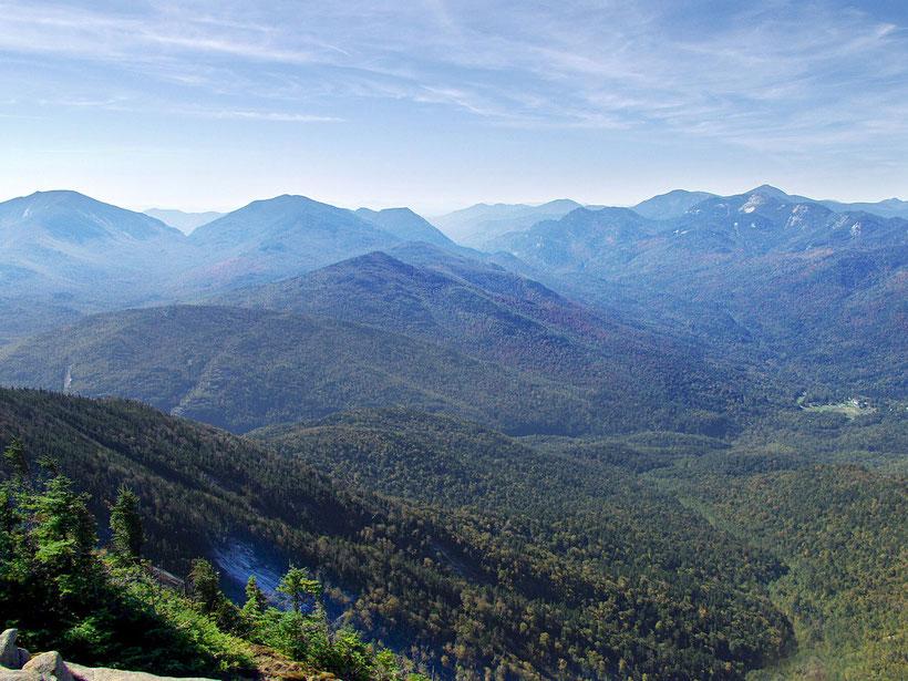 Die besten Sehenswürdigkeiten und Reisetipps für New York State. Die Berge des Adirondacks Parks in New York State.