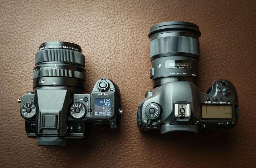 Größenvergleich Fujifilm GFX 50S und Canon EOS 5DSr © Michael Schnabl