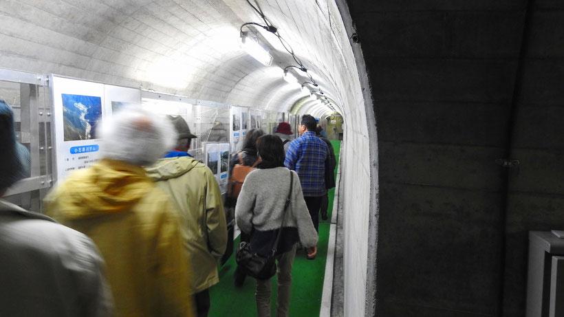 牧尾ダムではダムの中の点検用トンネルを案内していだだきました。