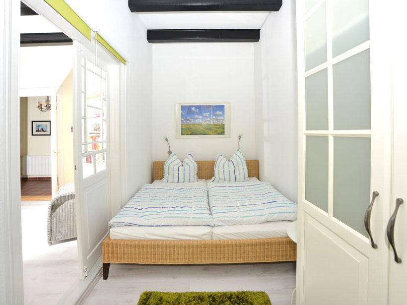 """Schlafzimmer """"Upkammer"""" im Erdgeschoss  ausgehend vom """"Wohnzimmer West"""""""