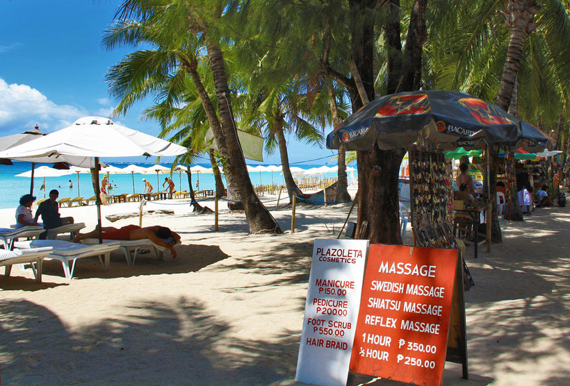 Travel Philippines | Beach Massage in Boracay. Philippines © Sabrina Iovino | via @Just1WayTicket