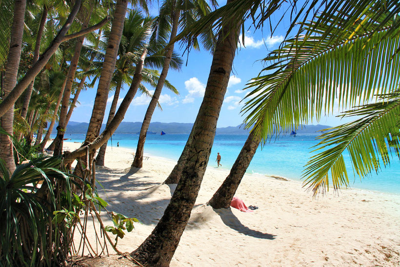 The beautiful White Beach at Station 3, Boracay, Philippines. 2013 © Sabrina Iovino | JustOneWayTicket.com