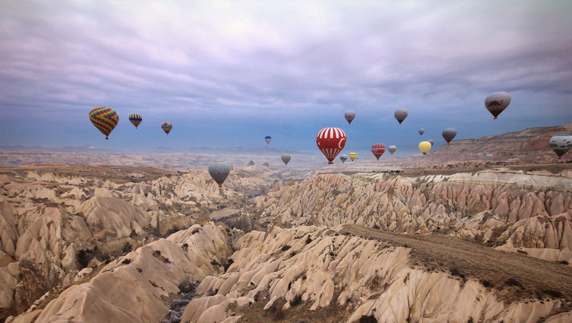 Enjoying the amazing scenery from above in a hot air balloon in Cappadocia © Sabrina Iovino | JustOneWayTicket.com