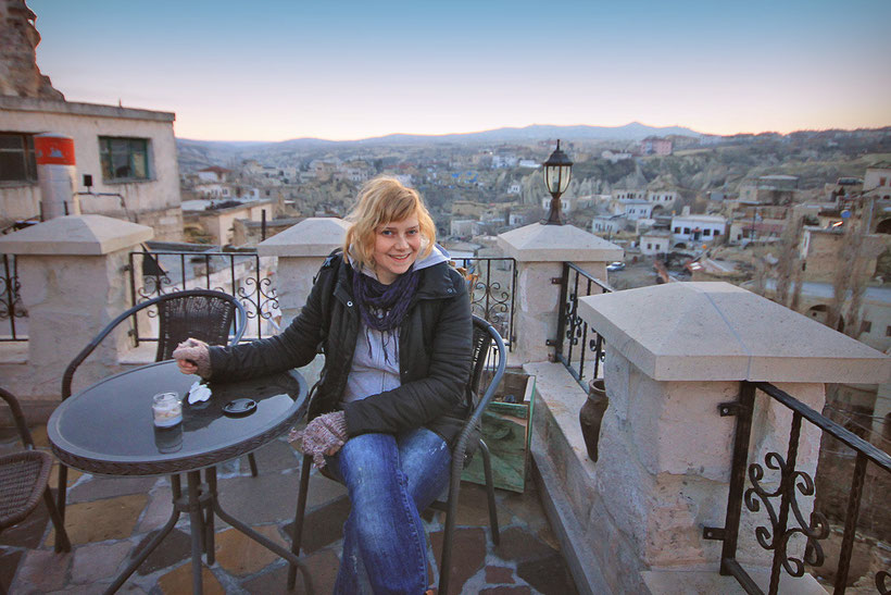 Relaxing on the terrace of the Castle Inn, Cappadocia © Sabrina Iovino | JustOneWayTicket.com