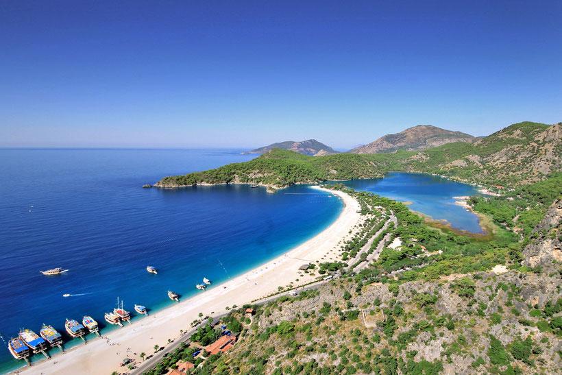 The beautiful bay of Ölüdeniz, Turkey 2013 © Sabrina Iovino | JustOneWayTicket.com