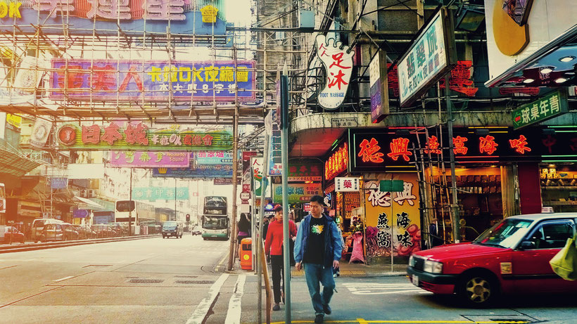 Getting lost in the streets of Kowloon, Hong Kong © Sabrina Iovino | JustOneWayTicket.com