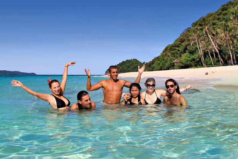An amazing day with great friends at Puka Beach. Liza, Tom, Yam, Jenny, myself and Kozo. Yes, we did enjoy Boracay to the fullest! Philippines 2012 © Sabrina Iovino | JustOneWayTicket.com