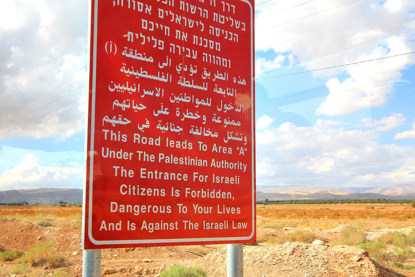 """The entrance for Israeli citizens is forbidden, dangerous to your lives."" - Passing from Jerusalem to the West Bank. © Sabrina Iovino 