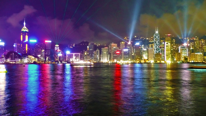 Hong Kong at night © Sabrina Iovino | JustOneWayTicket.com