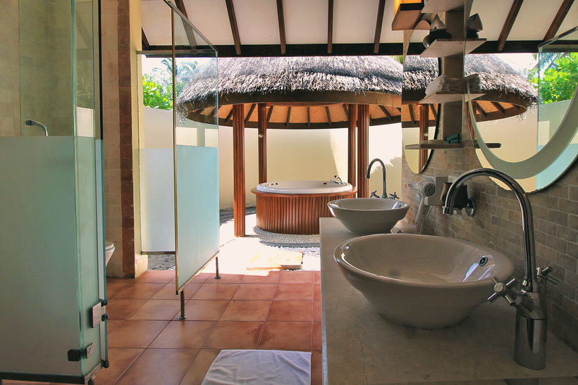 Open Air Bathroom with Jacuzzi at Bandos Island - That one time I got invited to the Maldives © Sabrina Iovino | via @Just1WayTicket
