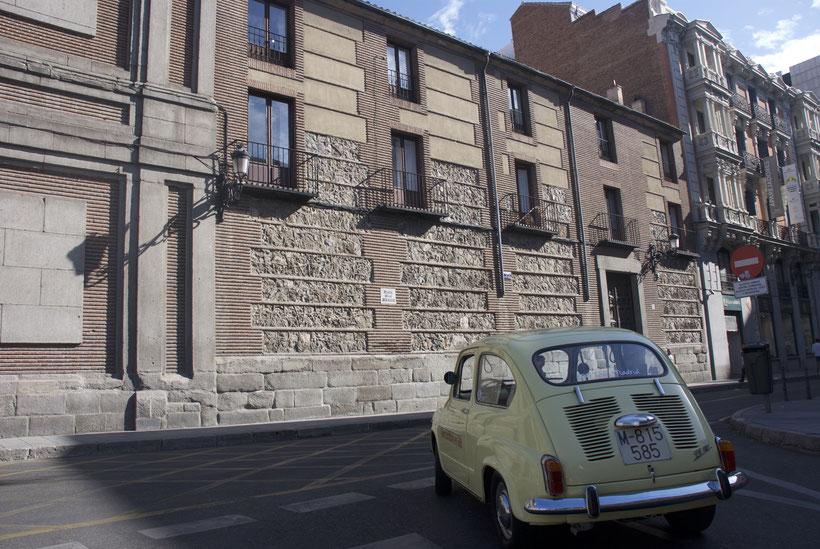 Plaza de las Descalzas Madrid turismo en Seat 600